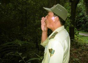 Anh Trương Cảm đang gọi chim giữa đại ngàn Bạch Mã.