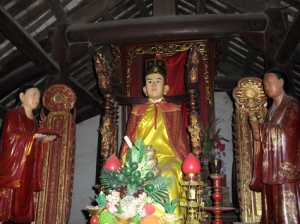 Bức tượng Đức Linh Lang Đại Vương