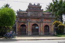 phu-TuyLyVuong-cong_Soncoi-nguon-flickr-com